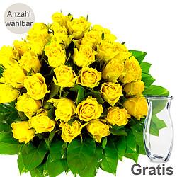 Gelbe Rosen als Strauß mit Vase