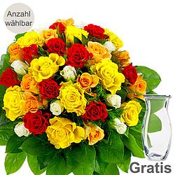Bunte Rosen als Strauß mit Vase