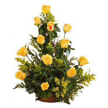 Blumenarrangement mit gelben Rosen