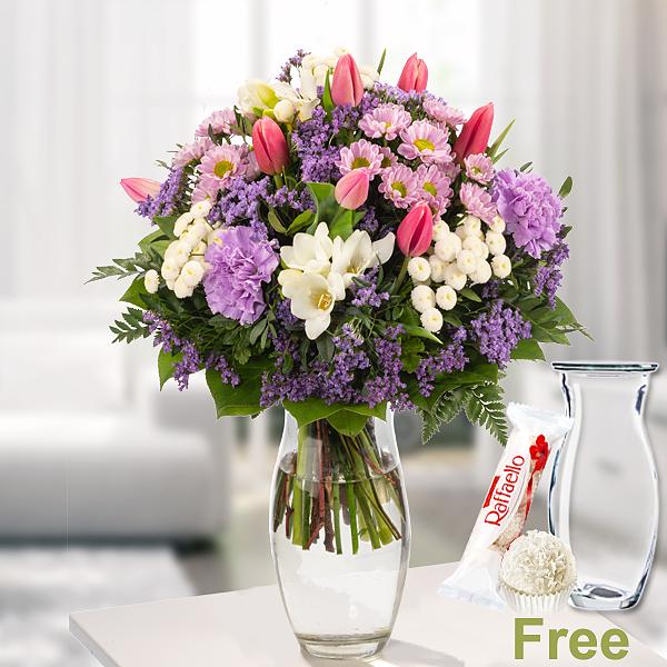 Flower Bouquet Blütentraum with vase & Ferrero Raffaello