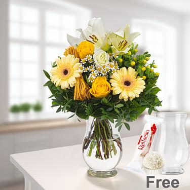 Flower Bouquet Sonnengelb with vase & Ferrero Raffaello & GLÜCK Jam Raspberry