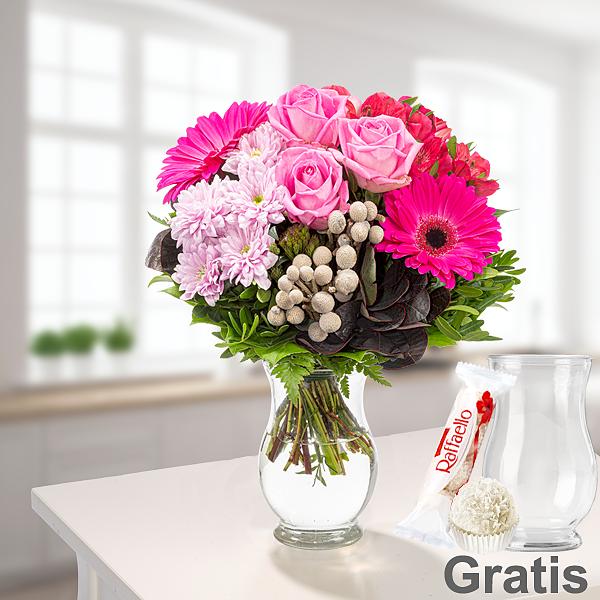 Blumenstrauß Ambiente mit Vase & Ferrero Raffaello & GLÜCK-Marmelade