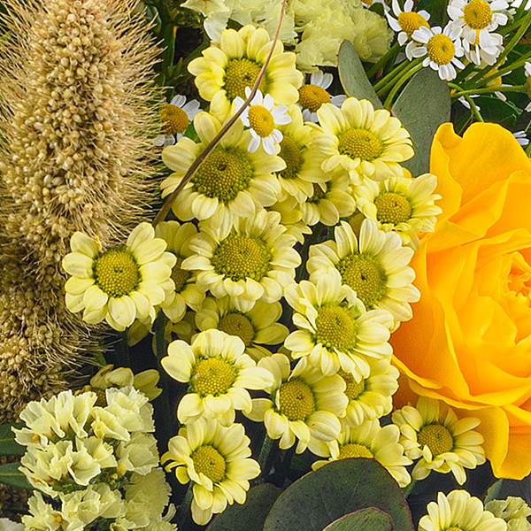 Blumenstrauß Sonnentag mit Vase & Ferrero Raffaello