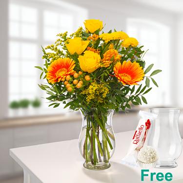 Meadow Bouquet Blumenfreude with vase & Ferrero Raffaello