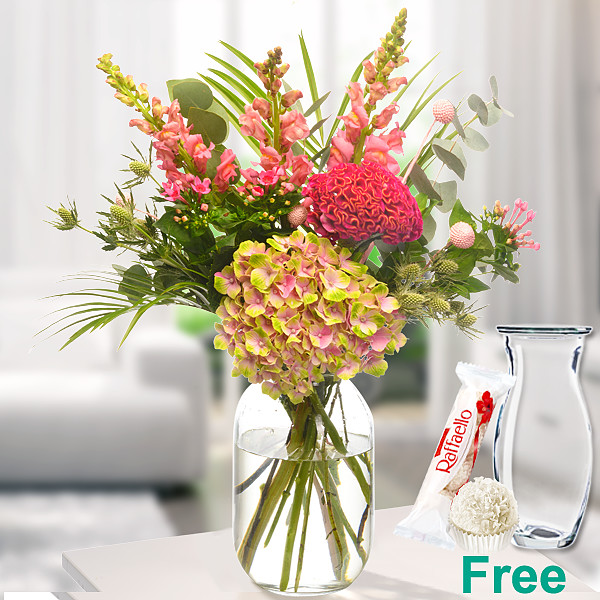 Meadow Bouquet Sommerliebe with vase & Ferrero Raffaello