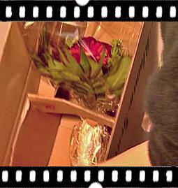 7. Der Blumenstrauß wird sicher verpackt